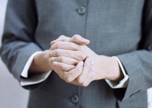 کنترل دست ها در زبان بدن